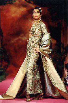 CHRISTIAN LACROIX HAUTE COUTURE   Christian Lacroix Haute Couture Fall-Winter 1991