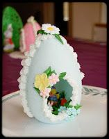Sugar Egg Tutorial I have been asked many times to share a tutorial on my Easter Sugar Eggs. This would be a fun proj. Sugar Eggs For Easter, Easter Candy, Hoppy Easter, Easter Treats, Easter Eggs, Easter Gift, Easter Deserts, Easter Parade, Easter Traditions