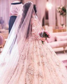 Beautiful Hijab, Beautiful Bride, Muslim Couple Photography, Wedding Photography, Elegant Modern Wedding, Wedding Dress Sketches, Hijab Wedding Dresses, Arab Wedding, Cute Muslim Couples