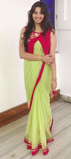 Looking for Jacket Blouse Designs for sarees? Here are our picks of 16 amazing blouse designs you can wear with any saree. Sari Design, Saree Blouse Neck Designs, Fancy Blouse Designs, Latest Blouse Designs, Designer Kurtis, Slides Outfit, Stylish Blouse Design, Designer Blouse Patterns, Blouse Models