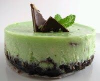 This fantastic looking cheesecake has a minty taste that adds a refreshing touch.  INGREDIENTS: 1 cup chocolate cookie crushed 1/4 cup unsa...