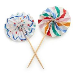 A great way to provide the finishing, decorative touch to your cupcakes, these pinwheel style cake toppers come with a choice of patterns all with bold, co-ordinating colors.