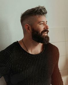 Discover recipes, home ideas, style inspiration and other ideas to try. Mens Hairstyles With Beard, Haircuts For Men, Bun Hairstyles, Beard Styles For Men, Hair And Beard Styles, Short Hair Styles, Beard Haircut, Fade Haircut, Pelo Hipster