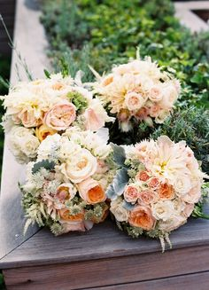 Neutral color bouquets for Southern Charm wedding