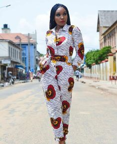 ankara mode This Stylish African print jumpsuit is ideal for every occasion. This jumpsuit is also available in other prints, this set can be made in sizes US 0 to US Custom measureme African Print Jumpsuit, Ankara Jumpsuit, African Print Dresses, Ankara Dress, African Dress, Ankara Fabric, African Prints, African Fabric, African Fashion Ankara