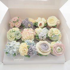 Buttercream Flower Cupcakes Design, Floral Cupcakes, Flower Cake Pops, Cupcake Flower, Cupcake Bouquets, Fancy Cakes, Cute Cakes, Mini Cakes, Cupcakes Fondant