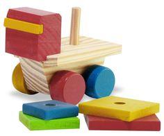 Este brinquedo trabalha a coordenação motora fina, percepção de cores, comparação de tamanhos. A criança pode contar as peças de 01 ao 04, separar as peças por cores, encaixar as peças no pino. Contém 1 caminhãozinho de madeira e 4 peças quadradas coloridas com tamanhos diferentes. Dimensões: 12 x 7 x 9 cm. Idade a partir de 1 ano.