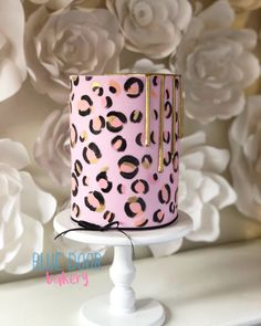 Leopard Print Cakes, Cheetah Print Cupcakes, Cheetah Party, Leopard Cake, Cake Decorating Classes, Birthday Cake Decorating, Cake Decorating Tutorials, Birthday Decorations, Cookie Decorating