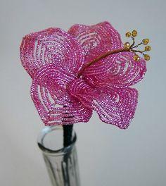 Beautiful beaded flower    http://www.totalartsoul.com
