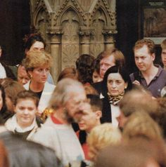 April 30th to May 3/4 1993: Diana in Paris with Lucia Flecha de Lima and Lady Hayat Palumbo, this pic is probably at Notre Dame Cathedral