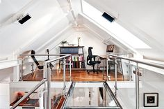 Great attic office space and room design inspirations. Awesome art studio space! Definite bucket list!