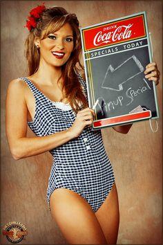 Very nice advertisement for, well, Coke-Cola Coca Cola Poster, Coca Cola Ad, Always Coca Cola, World Of Coca Cola, Vintage Advertisements, Vintage Ads, Vintage Posters, Up Imagenes, Coke Ad