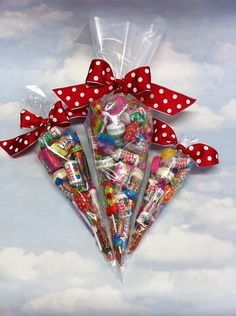 Candy Bouquet Diy, Gift Bouquet, Diy Christmas Gifts, Valentine Gifts, Holiday Gifts, Cute Birthday Gift, Diy Birthday, Homemade Gifts, Diy Gifts