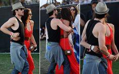 Nina Dobrev e Ian Somerhalder Quando essas fotos apareceram, no ano passado, o casal de The Vampire Diaries virou o assunto do momento. É que os dois, que ainda não falavam muito do relacionamento, apareceram assim, grudadinhos, durante o festival Coachella. Fofos demais!