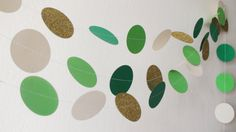 Green Ivory Gold glitter Circles Paper Garland by HelenKurtidu Handmade Items, Handmade Gifts, Garland Wedding, Kids Decor, Etsy Jewelry, Shopping Mall, Baby Shower Decorations, Paper Goods, Green And Gold