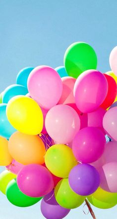 colorful balloon 風船 💙💚💛💜❤ on We Heart It Colorful Wallpaper, Wallpaper Backgrounds, Iphone Wallpaper, Happy 2nd Birthday, Birthday Wishes, Bubble Balloons, Bubbles, Photo Ballon, Balloons Photography