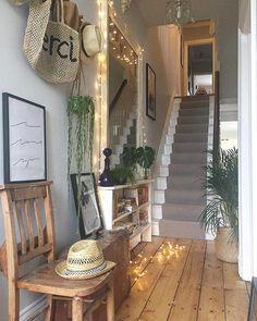 57 Minimalist Home Decorations You Should Already Own - Home Decor Ideas Hallway Decorating, Interior Decorating, Interior Design, Hallway Inspiration, Interior Inspiration, Victorian Hallway, Deco Zen, House Entrance, Hallway Ideas Entrance Narrow