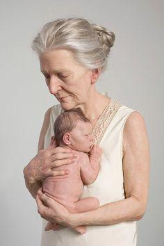 hyper-realistic art, still life art sculpture of grandma and baby by Sam Jinks. (It looks so lifelike, but it's not a painting.not a photo.it's a sculpture) Instalation Art, Wow Art, Land Art, Belle Photo, Oeuvre D'art, Sculpture Art, Amazing Art, Awesome, Art Dolls