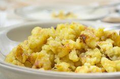 Der #Kartoffel-Sterz schmeckt köstlich zu einer Schwammerlsuppe oder Kinder lieben den Sterz mit Apfelmus. Hier das Rezept. #recipe #potato European Cuisine, Soul Food, Food Art, Risotto, Cauliflower, Potatoes, Lunch, Snacks, Vegetables