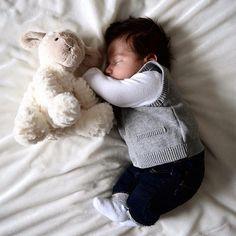 """""""Ya se acerca el finde para dormir sin parar!Yuhu!"""" #mamá #bebé #bebenube #canastilla #love #life"""