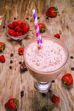 Prepara este fácil y delicioso licuado de chocolate y frambuesa.