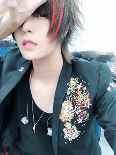 Ama-chan is so handsome! Cute Anime Chibi, Kawaii Anime, Ebony Hair, Korean Fashion Kpop, Wattpad, Emo Boys, Life Pictures, Beautiful Voice, Pop Singers