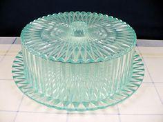 cake plate-oh my Vintage Cake Plates, Vintage Cake Stands, Vintage Dishes, Turquoise Cake, Aqua Cake, Cake Stand With Dome, Cupcake Stands, Cake Carrier, Dessert Aux Fruits