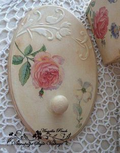 Decoupage Vintage, Vintage Crafts, Crafts To Sell, Diy And Crafts, Paper Crafts, Shabby Chic Farmhouse, Shabby Chic Decor, Tole Painting Patterns, Clay Design