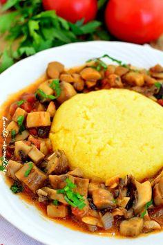 cu mămăliguţă Romanian Food, Romanian Recipes, Cornbread, Yummy Food, Delicious Recipes, Food And Drink, Cooking Recipes, Ethnic Recipes, Desserts