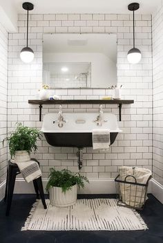 50 Best Farmhouse Bathroom Tile Design Ideas And Decor. If you are looking for 50 Best Farmhouse Bathroom Tile Design Ideas And Decor, You come to the right place. Bad Inspiration, Bathroom Inspiration, Painting Inspiration, White Subway Tiles, Black Tiles, Black Rugs, White Wall Tiles, Black Grout, White Rugs