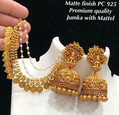 Premium quality earring with mattal Price: Standard Shipping extra 100 (All over India) Source by Gold Jhumka Earrings, Indian Jewelry Earrings, Jewelry Design Earrings, Gold Earrings Designs, Gold Jewellery Design, Antique Earrings, India Jewelry, Designer Jewelry, Jewelry Necklaces