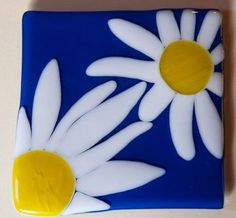Jeenybeen accidentally bought a kiln.  How that happens, I don't know.  But I do know that I like her first experiments.  These daisies are so bright and cheery they're sure to brighten…