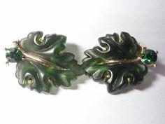 Vintage Lisner dark green leaf Clip-on earrings. by SpaceDucky