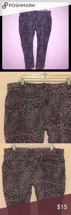💜Animal Print Jeggings💜 Pre-loved grey & hot pink jeggings. Has real back pockets and one tiny pocket in the front that's real. The 2 front pockets are fake. They have some pilling, but no holes. They are still really cute! Size 3X💜💜💜 Dots Pants Skinny
