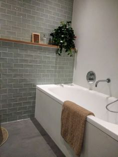 Bad Inspiration, Bathroom Inspiration, Bathroom Inspo, Laundry In Bathroom, Small Bathroom, Bad Styling, Downstairs Toilet, Cottage Interiors, Home Spa