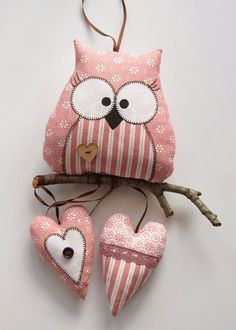Love that this owl is perching on a branch and has the added feature of the little hearts. Owl Fabric, Fabric Toys, Fabric Crafts, Sewing Toys, Sewing Crafts, Sewing Projects, Craft Projects, Owl Crafts, Kids Crafts