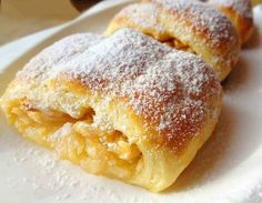 Quick roll with apples from shortcrust pastry- Быстрый рулет с яблоками из песочного теста Quick roll with apples from … - Vegetarian Cooking Classes, Cooking Recipes, Quick Rolls, Cooking Roast Beef, Shortcrust Pastry, Russian Recipes, Food Cakes, Sweet Cakes, Homemade Cakes