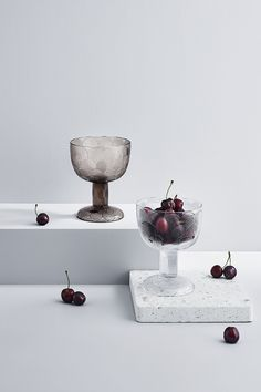 Prop Styling, Pressed Glass, Leaf Design, Serving Dishes, Scandinavian Design, Beautiful Homes, Objects, Colours, Snacks