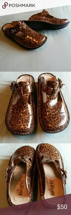 Alegria Leopard Slide Clogs size 36 (US 6) Alegria patent leather leopard print clogs with adjustable buckle. Light wear, hardly any wear on soles. Size 36 equivalent to US size 6 Alegria Shoes Mules & Clogs