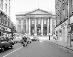 A view of Dublin City Hall from Capel St Ireland Pictures, Old Pictures, Old Photos, Dublin Street, Dublin City, Ireland Homes, Photo Engraving, Dublin Ireland, Historical Photos