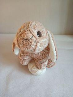 Ещё один кролик))) от участницы нашей группы в ВК Юлии Чикуновой Кролик Печенька- любознательный пушистик с хвостиком-помпоном и длинными мягчайшими ушами. МК зайчика, но с другими ушками, есть по ссылке Crochet African Flowers, Crochet Flowers, Crochet Rabbit, Crochet Toys, Knit Crochet, Cartoon Toys, Knitted Animals, Stuffed Animal Patterns, Flower Patterns