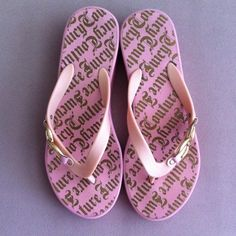 Juicy Couture slippers Excellent condition. Wore a couple of times. Juicy Couture Shoes Slippers