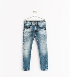 Discover the new ZARA collection online. The latest trends for Woman, Man, Kids and next season's ad campaigns. Bleached Jeans, Faded Jeans, Love Jeans, Denim Jeans Men, Zara Boys, Baby Jeans, Boys Pants, Embroidered Jeans, Boys T Shirts