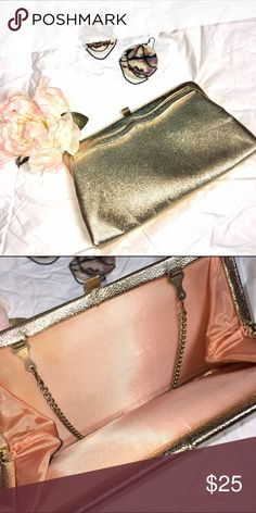 Vintage Gold Bag!! 😍 Soo elegant and perfect for the holidays! Bags Clutches & Wristlets