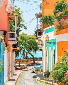 The colors of Old San Juan. | Photo: @nodestinations #regram #EDlovestravel