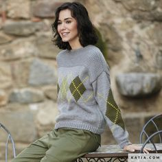 Comfortable jumper with intarsia on sleeves and front. Fall Winter, Autumn, Yarn Needle, Lana, Jumper, Sweaters For Women, Turtle Neck, Knitting, Sleeves