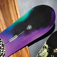 Burton Trick Pony - A beginner-friendly, do-everything board with enough oomph for seasoned riders. #HCSCpackinglist #HCSCpackinglist
