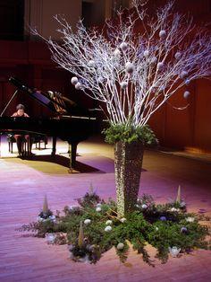 昨日、有田の炎博会場で長岡純子さんのピアノコンサートに お花を活けにいきました。...
