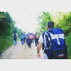 """""""E o caminho da felicidade ainda existe é uma trilha estreita é em meio a selva triste""""Racionais mc's """"Entrem pela porta estreita pois larga é a porta e amplo o caminho que leva à perdição e são muitos os que entram por ela. Como é estreita a porta e apertado o caminho que leva à vida! São poucos os que a encontram"""". Mt7. 13-14  Respondeu Jesus: """"Eu sou o caminho a verdade e a vida. Ninguém vem ao Pai a não ser por mim. João 14.6  Minhas loucas reflexões racionais com Bíblia Sagrada…"""