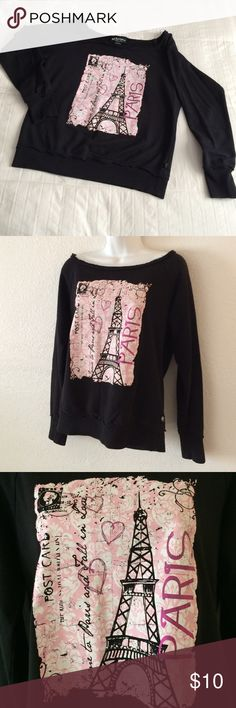 Sexy off shoulder sweatshirt Gently worn no flaws no stains no rips size medium sexy off the shoulder sweat shirt . Wrapped and shipped with care Tops Sweatshirts & Hoodies